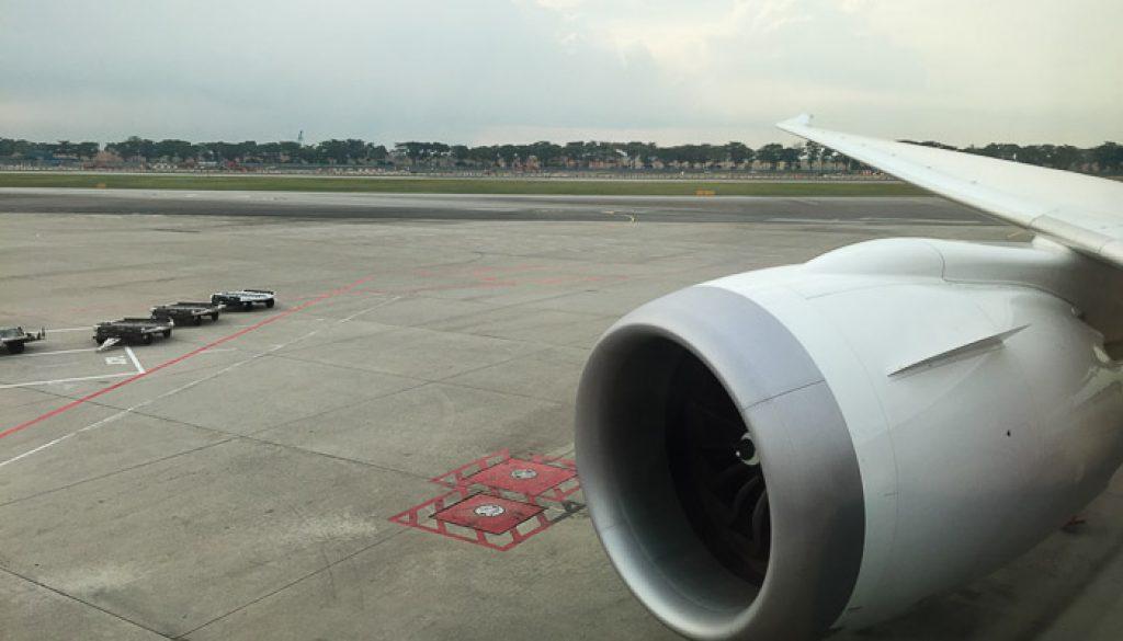 United UA2 SIN SFO: Dreamliner engine look