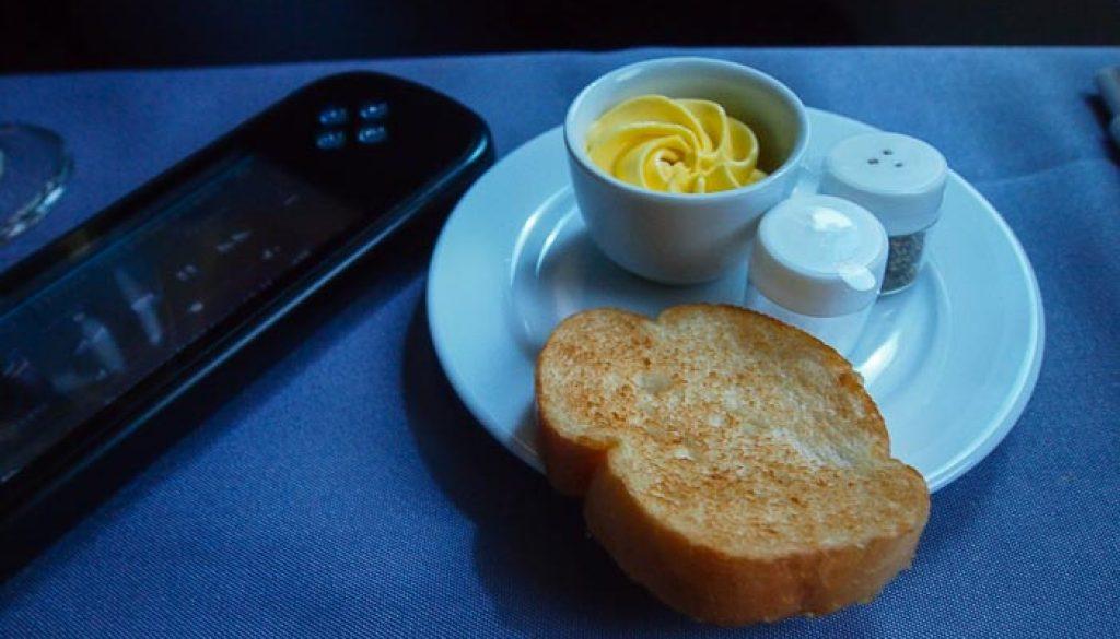 United UA2 SIN SFO: Garlic Bread